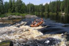 Rafting on the Shuya river on motorafts